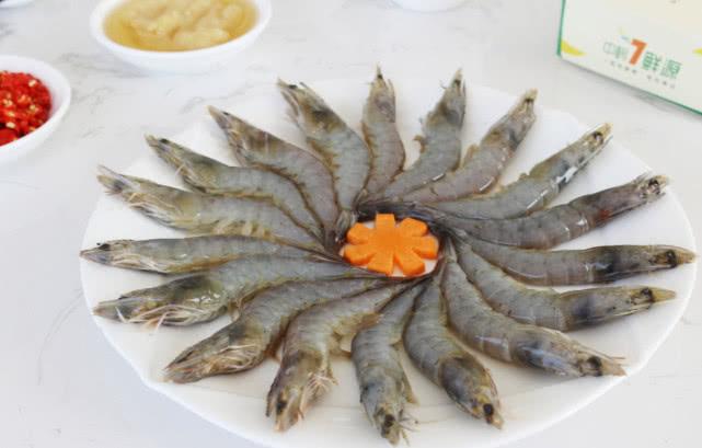 <b>三步教你做一道鲜虾炒饭,营养又美味,大人小孩都爱吃</b>