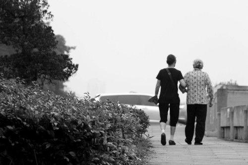 孙女过生日母亲没有回家,儿子进城探望,却得到了母亲去世消息