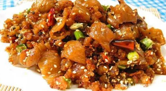 一道经典鲊辣椒炒肥肠,鲜嫩肥美,香辣爽口,好吃又下饭!