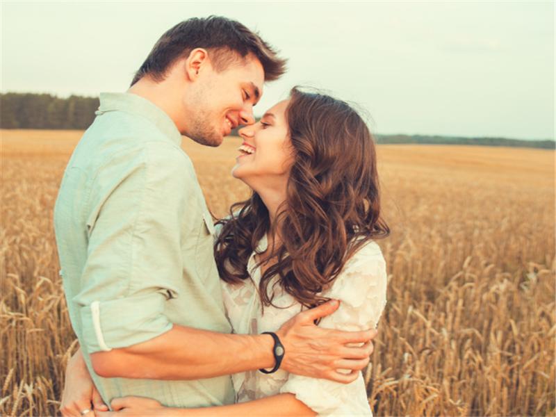 """夫妻相处时,如果男人""""偷偷""""做这些事情,女人肯定会很开心的"""