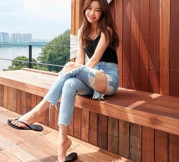 美丽苗条的牛仔裤美女,美丽的身姿特别养眼!