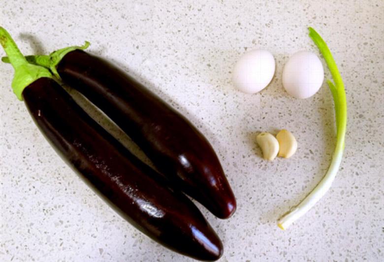三伏天,茄子和鸡蛋才是天生一对,三天两头吃一次,吃着比肉都香