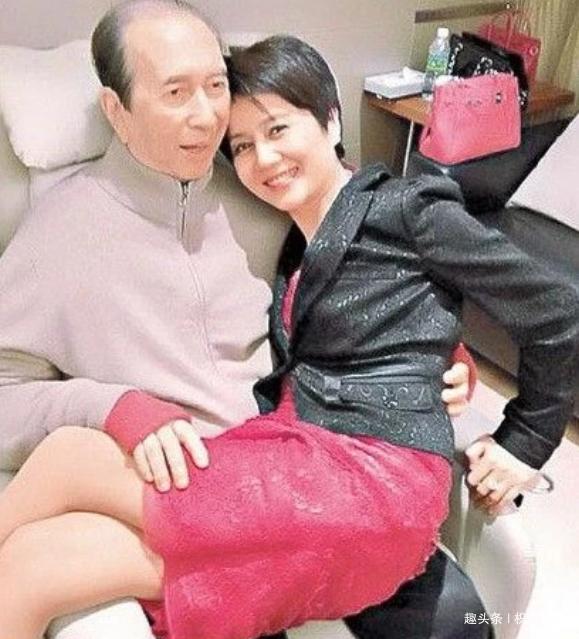 59岁梁安琪,身价百亿,精力正盛可惜老公却动不了