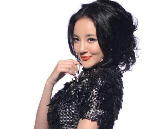 她是女星刘雨欣,结婚后却遭到老公家暴,如今一个人依旧精彩