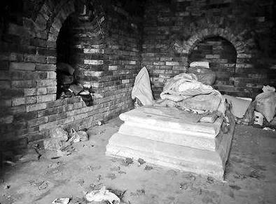 一座600年前的古墓,竟然里面一直住着活人,真相让人泪目