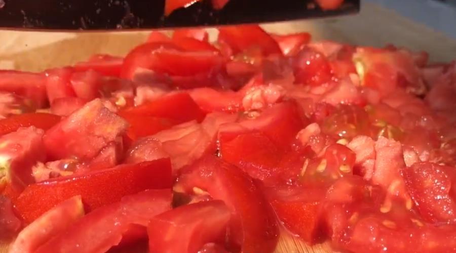 西红柿的新吃法,加点白凉粉,酸酸甜甜口感还特别的Q弹