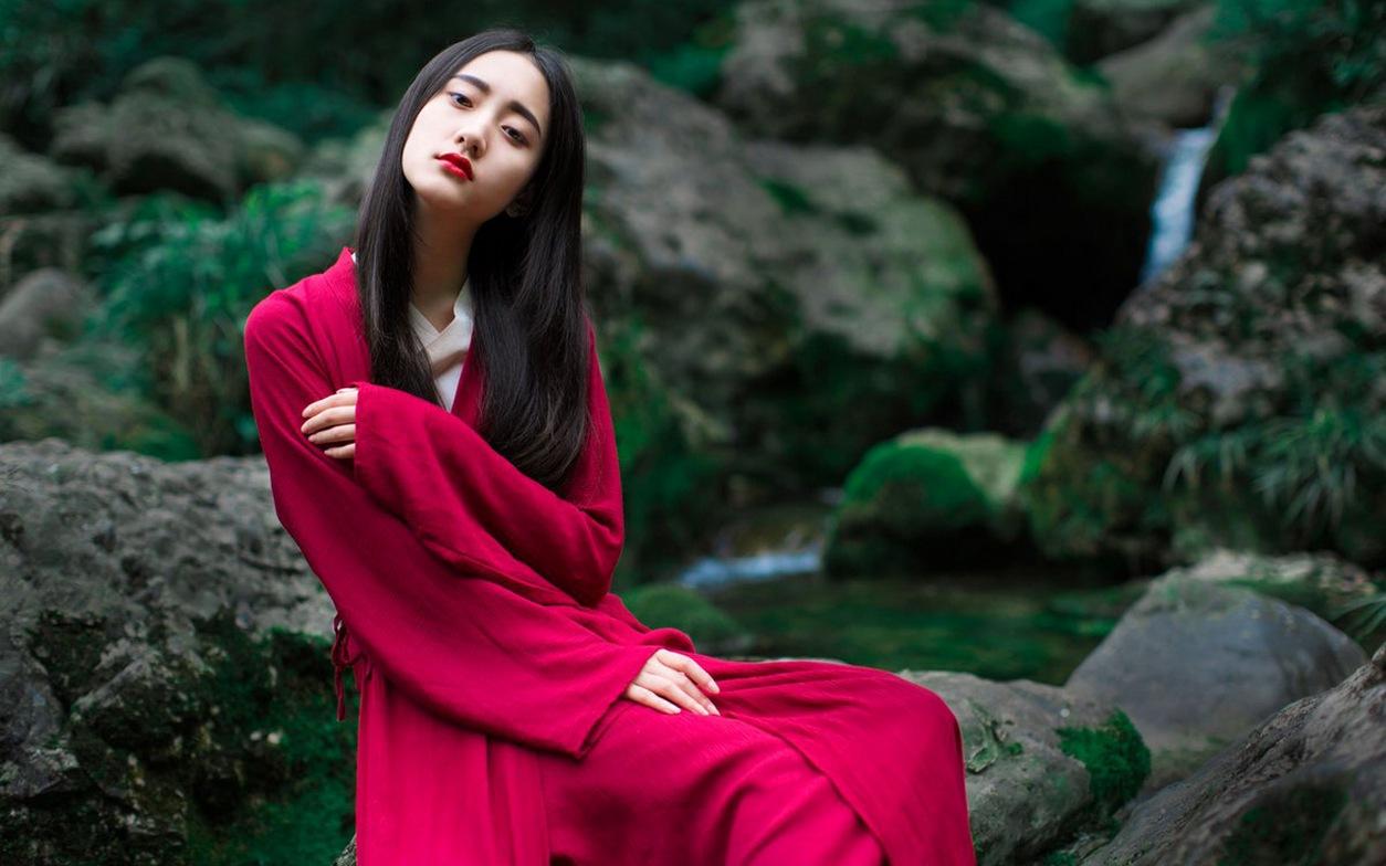 红装艳抹漂亮脸蛋迷离电眼清纯古装美女