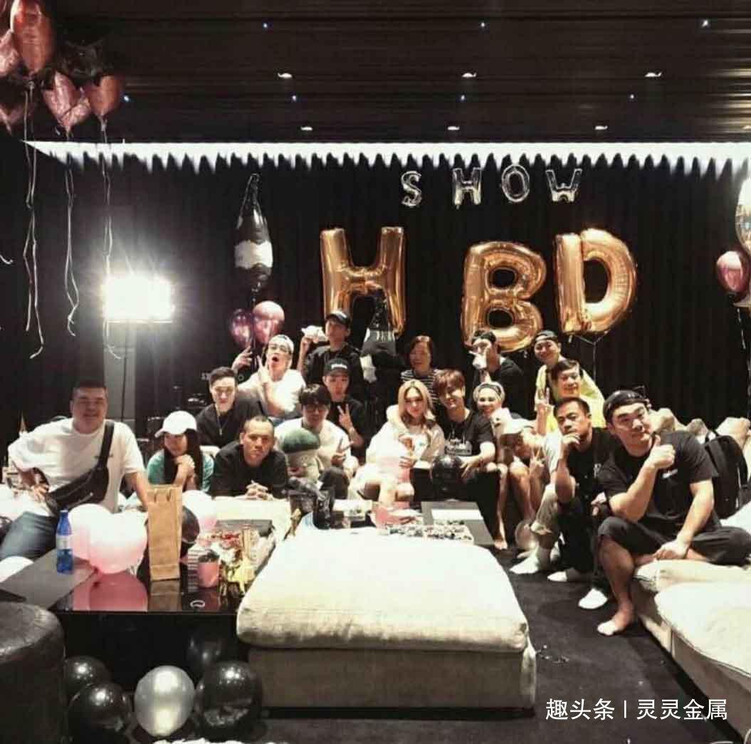 罗志祥在40岁的生日party中大秀恩爱,令人羡慕的甜蜜爱情