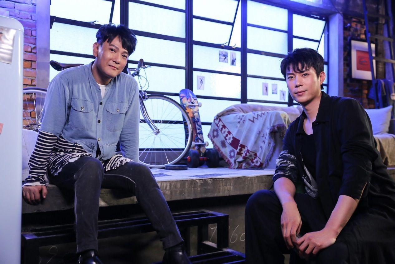 张信哲新歌《没资格难过》曝幕后花絮 艾伦追星成功献MV处女作