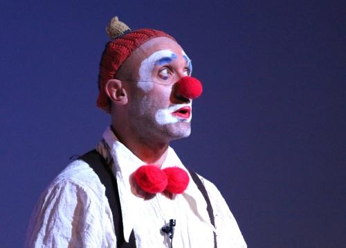 活得久了,你我都活成了小丑