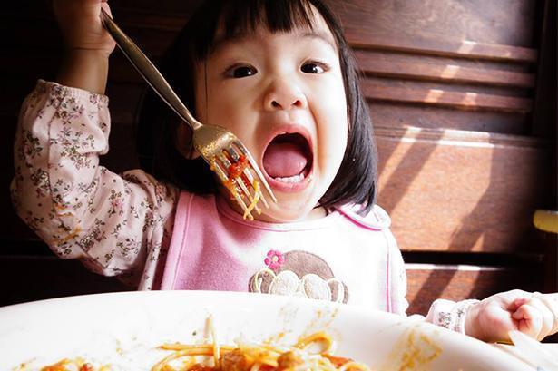 不吃肉等于没营养?1岁娃长满肾结石,医生直言:2种辅食别喂