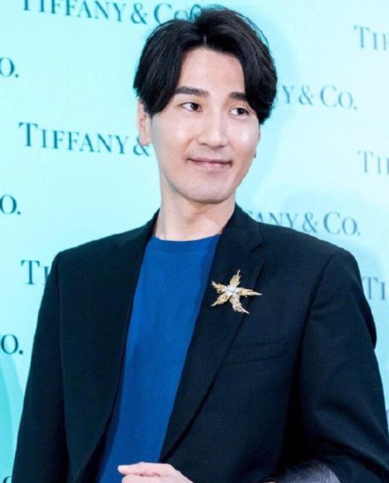 赵又廷最新生图照,脸部发福严重认不出,帅气男神变油腻大叔?