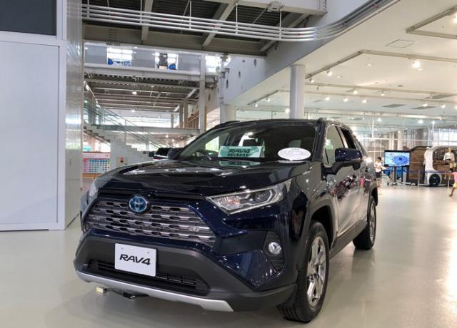 <b>全新一代丰田RAV4性能堪比普拉多,油耗5L,将于10月正式上市!</b>