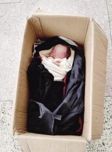 垃圾桶发现弃婴,送往医院居然还存活,为何狠心父母要将其抛弃