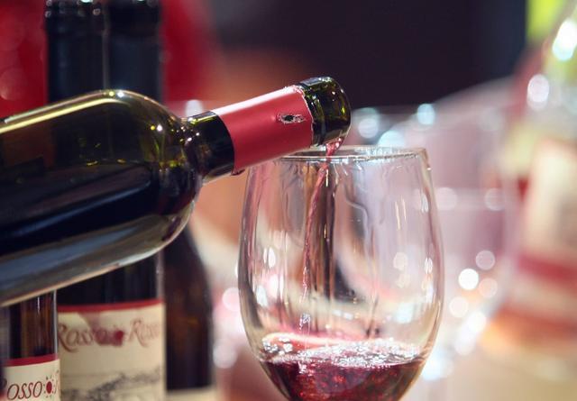 """葡萄酒中的""""干红""""是什么意思?几个小常识,喜欢葡萄酒的看看吧"""