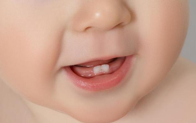 宝宝这些长牙信息宝妈要掌握,多抚摸三个部位,能缓解长牙不适