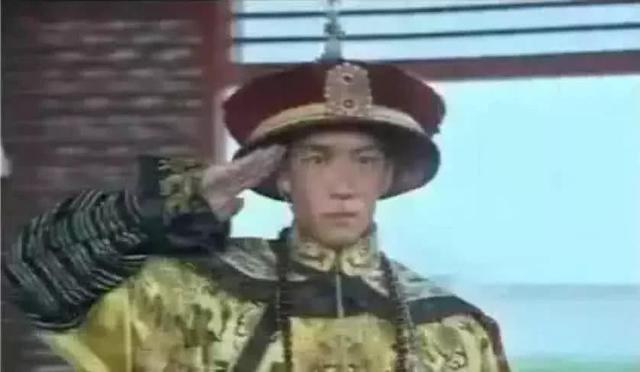 """史上最""""尬""""穿帮镜头,皇帝敬军礼,潘金莲房内那是谁?"""