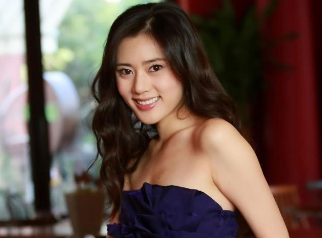 在韩国丑闻缠身,到中国她成为女神,网友质疑整容被骂惨