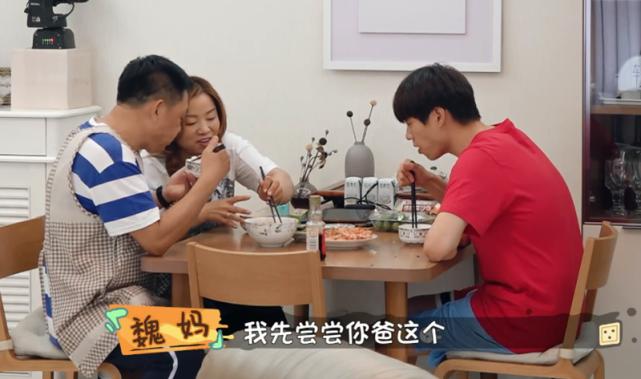 魏大勋为减肥不容易,做了一大桌子菜,碗里却没有半点米饭!