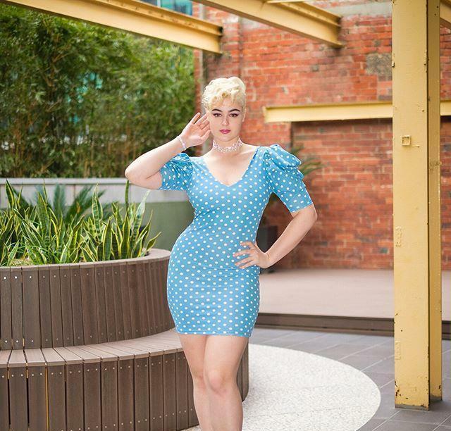 <b>澳洲姑娘热爱健身,六十五KG体重却不显胖,身材更是婀娜多姿</b>