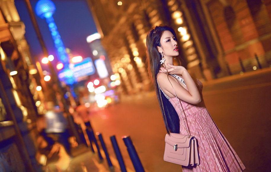 两种不同风格的连衣裙,你Pick哪种?