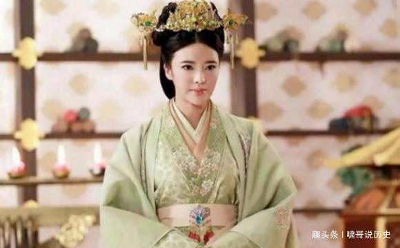 两人都是汉武帝的宠妃,钩弋夫人被杀死,李夫人被追封为后