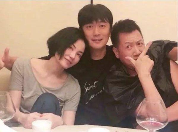 谢霆锋缺席王菲生日宴,与友人在上海悠闲聚餐