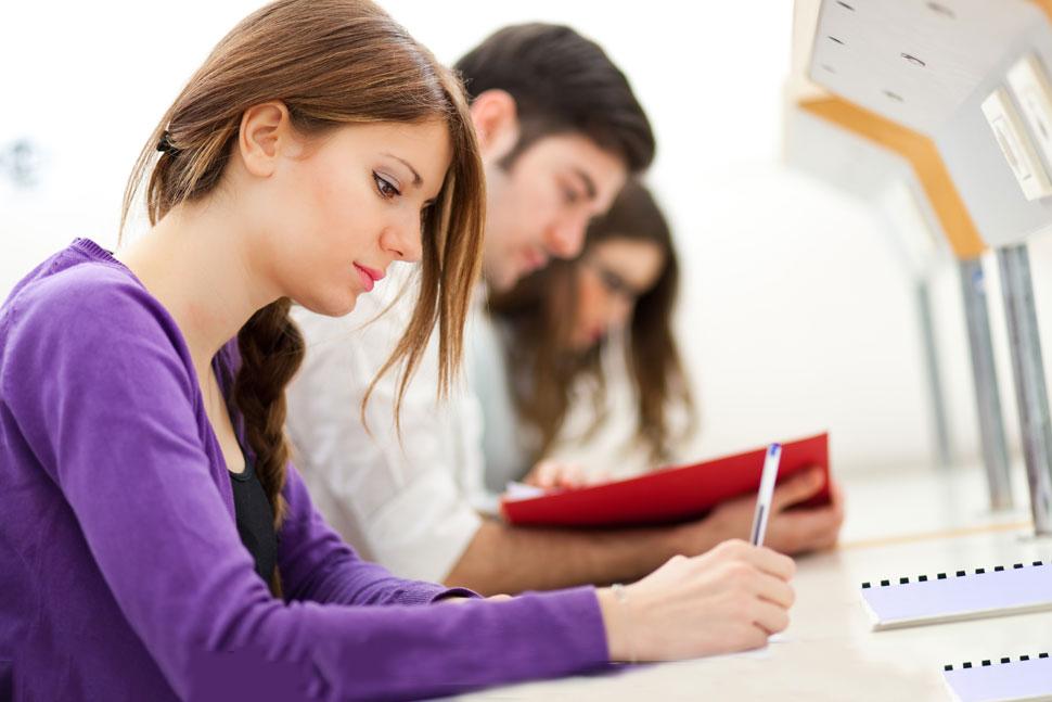<b>大学里,不想挂科,就挨着这样的同学</b>