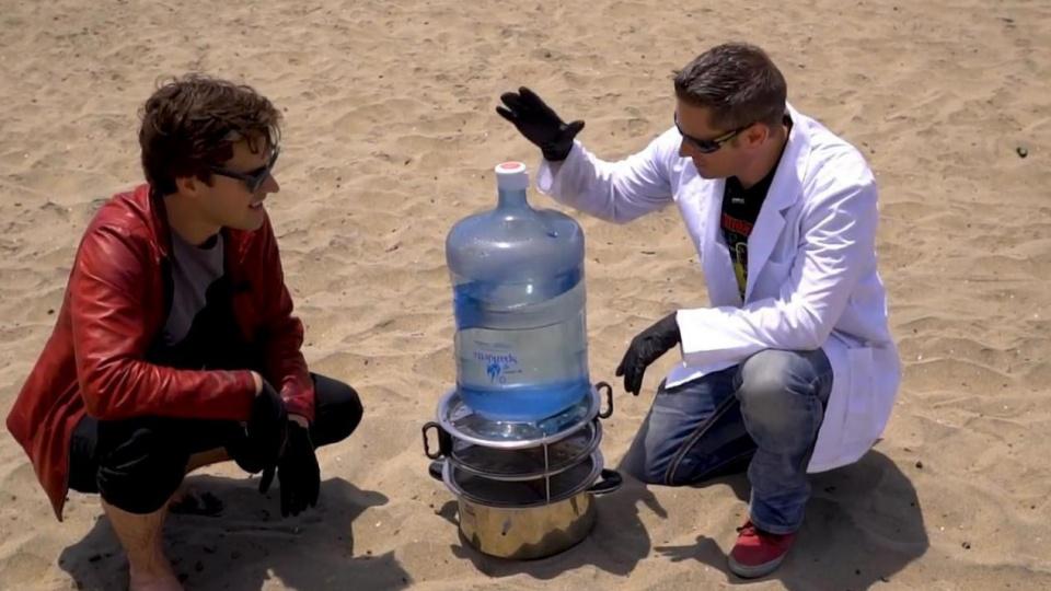为何船员宁愿渴死也不喝海水?老外将海水煮干,残渣让人触目惊心