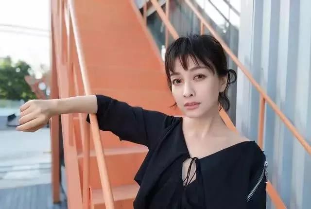 同为湖南卫视当家花旦,吴昕恋情曝光祝福无数,她却被骂惨
