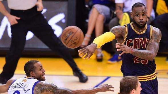 NBA里超会组织的内线球员!这大个子竟靠一手传球,成球队核心