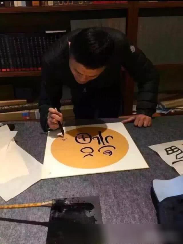 一个字价值234万,马云又写字了,网友:马总瘦了