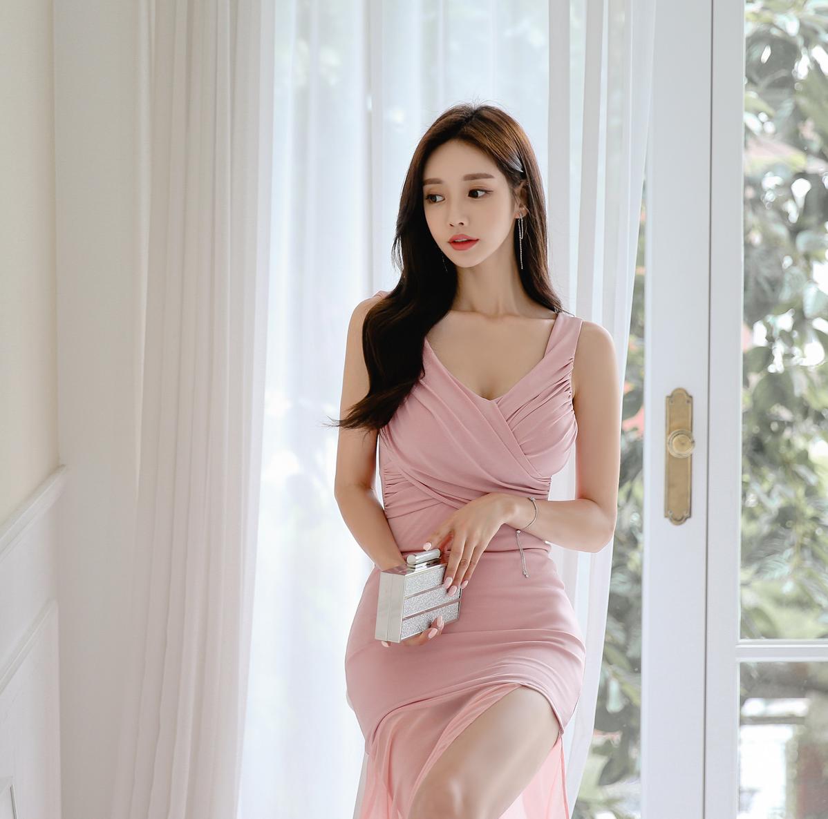 孙允珠性感淡粉色清透长裙,甜蜜美人,表白一万次都不够啊!