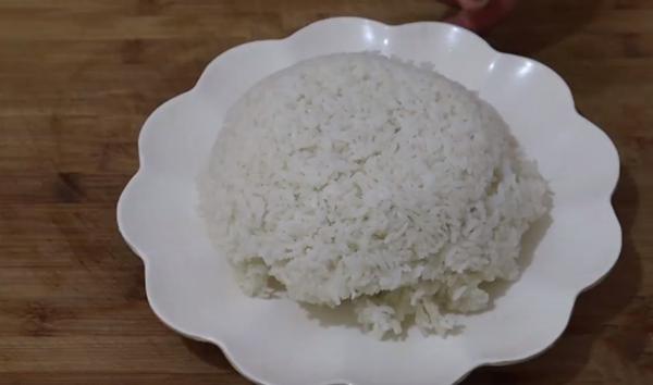 米饭就该这么炒,不放盐和味精,照样很香