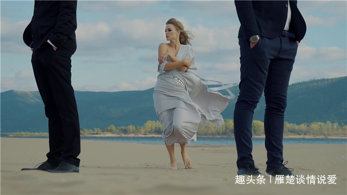 videoblocks-sad-woman-is-walking-to-two-men-standing-back-to-back-on-a-beach-she-loves-them-both-and-tries-to-choose_spaspfcig_thumbnail-full01.png