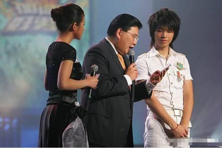 心酸!当年选秀不输马天宇,结婚后聋哑妻子带女儿上电视求他回家