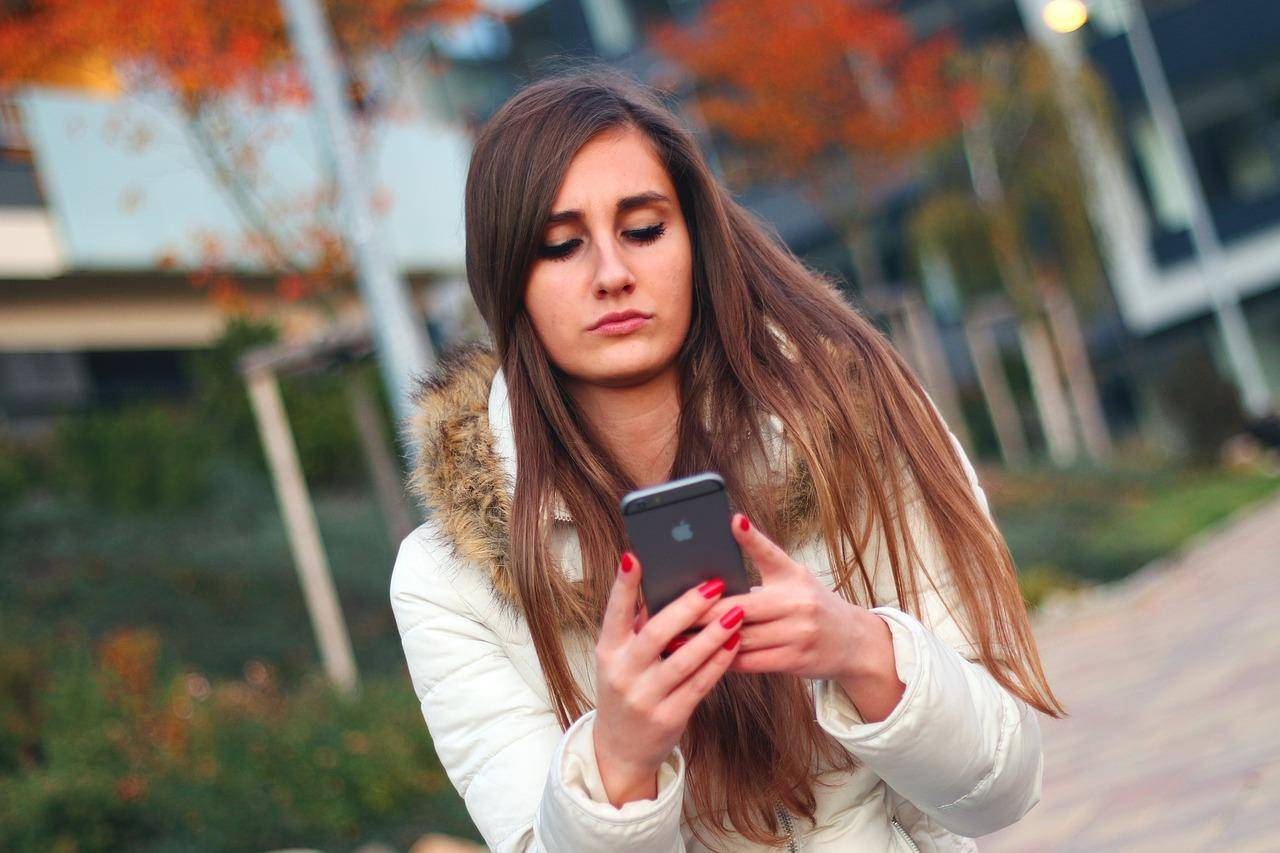 手机电量总告急?学会这几招,让你的手机电池更耐用!