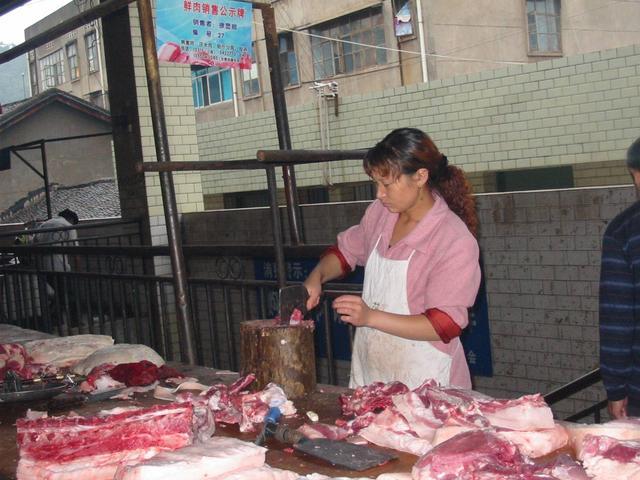 """""""割肉不割槽头肉,买鱼不买鲫壳鱼""""啥意思,槽头肉真不能吃吗?"""