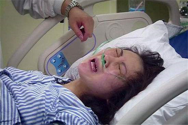 """代代孕分娩究竟有多痛?生个孩子像是""""死""""过"""