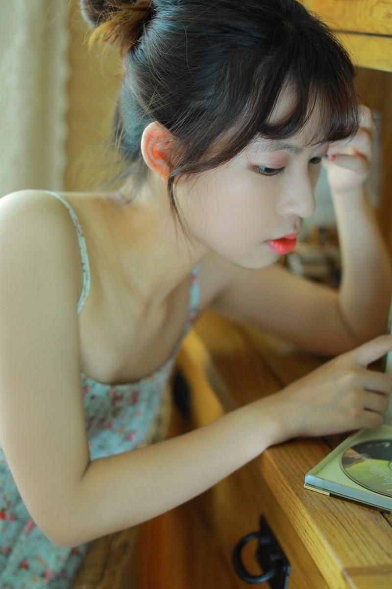 性感美女时尚写真,知性美丽大方的小姑娘,可以用美若天仙形容