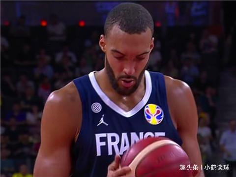21分16个篮板!法国超巨带队击败美国,送米切尔空砍29分
