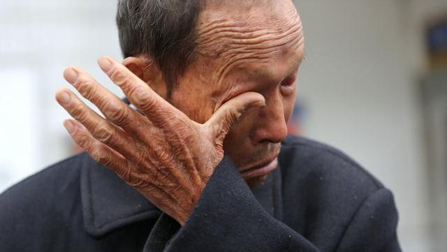 6旬大爷被送养老院,哭着告诉所有人:生男生女真的不一样