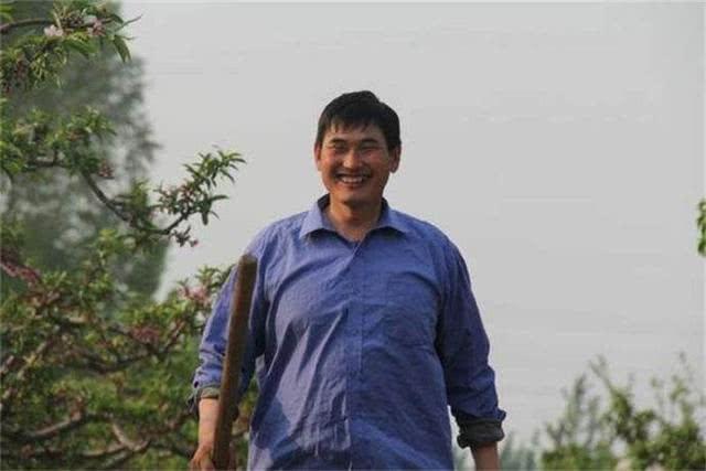 大衣哥朱之文在羊汤节上捐款140万,村民称能不能把欠款免了