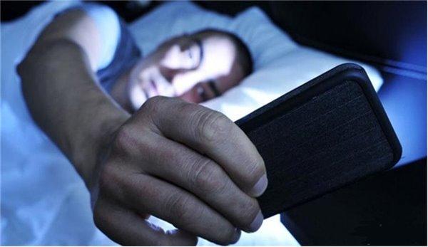 """男孩睡前""""4陋习""""伤肾特别猛, 尤其第2个, 学生党纷纷""""躺枪"""""""