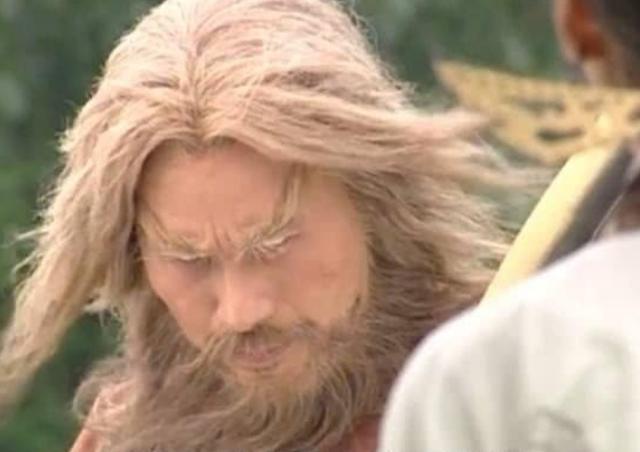 """《倚天屠龙记》中谢逊除了翻白眼、带美瞳,而他却是""""真瞎"""""""