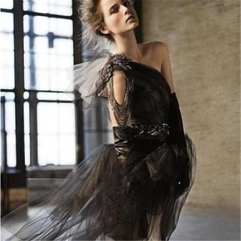 小黑裙要是穿对了,任何衣服都无法替代它