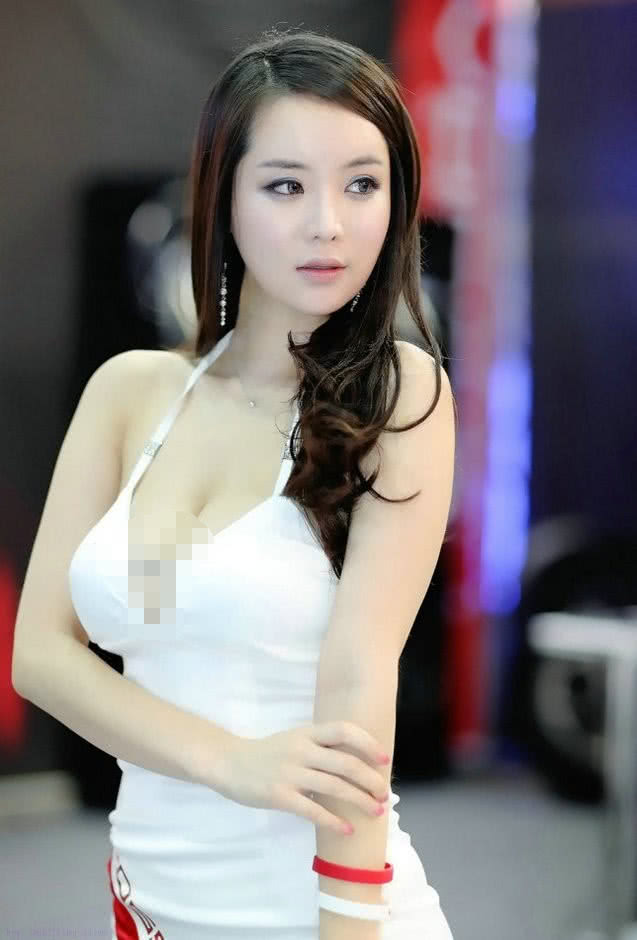 韩国第一美女为菲斯塔喊场子,肌肤像玉石,傲人双峰惹人妒