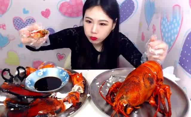 网红吃播20斤大龙虾,龙虾肉太假了,知情人士:成本不过30元