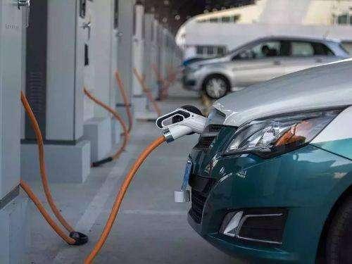 """一次国庆旅途,揭开了新能源汽车的""""遮羞布""""!车主:开一趟要命"""