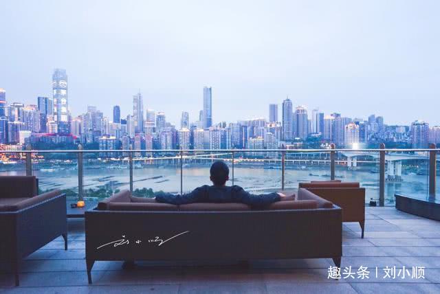 """为什么很多人都说""""重庆的夜景已经超过了香港和上海的夜景""""?"""